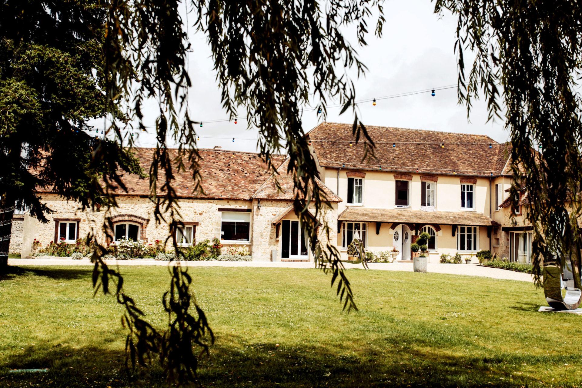 La cour du Domaine de La Thibaudière par Alexandra Maldémé