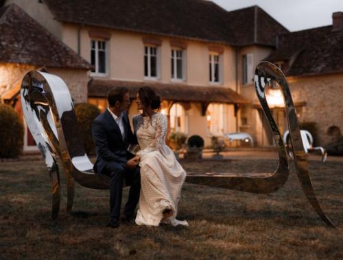 Les mariés et l'art à La Thibaudière par Alison Photographer pour MC2 Mon Amour