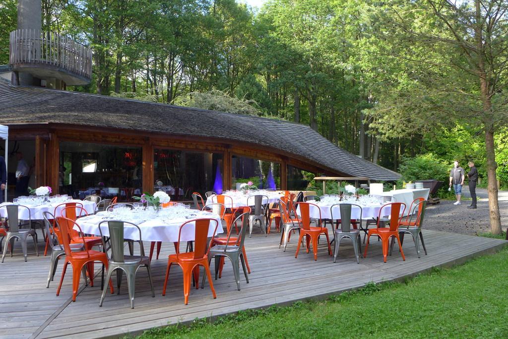 Terrasse réception dîner extérieure La Roche Couloir